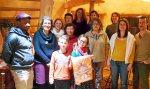 Les bénévoles de l'association mettent en place le salon de praticiens du Bien Ëtre des 4 et 5 mars prochain à la salle des fêtes